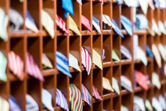 知っておきたいネクタイの種類まとめ!季節やシーンに合わせてネクタイを選ぼう