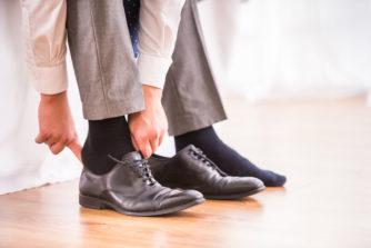 靴下はスーツスタイルの陰の主役!おしゃれに魅せるポイントとおすすめコーデをご紹介します!