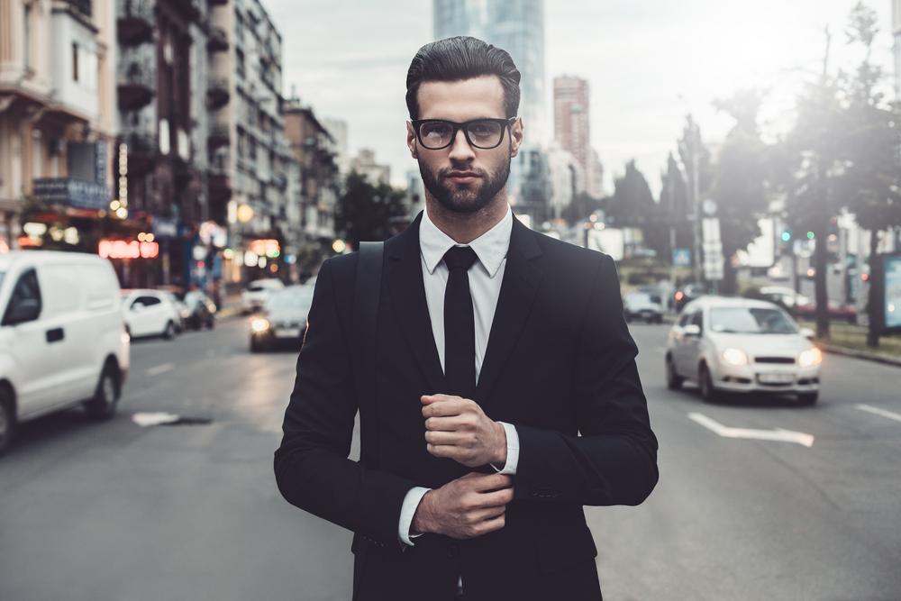 【スーツコーデ完全ガイド】着こなしや小物でオシャレだと思わせる14のテクニック