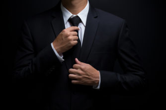 ネクタイも黒を取り入れていい時代!?ビジネスマンの印象をガラッと変えるネクタイの色の選び方!