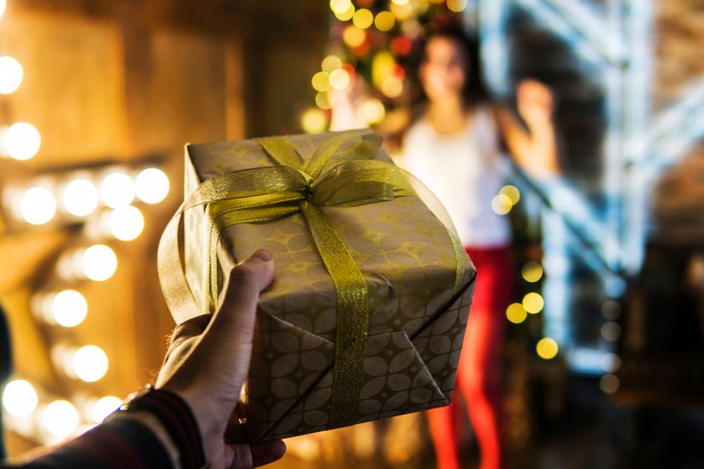 【女友達の誕生日プレゼント決定版!】女性が絶対に喜ぶおしゃれなプレゼント特集!