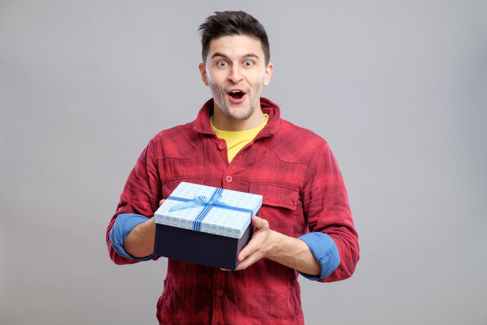 男友達におすすめのプレゼント8選。男性が本当に喜ぶプレゼントって?