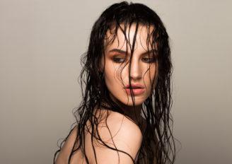 ウェットヘアスタイリング剤のおすすめ5選!トレンドの濡れ髪へ簡単ヘアアレンジ
