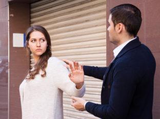 付き合ってないのに嫉妬する男と今すぐ離れる方法!イカれた男に同情しちゃダメ!