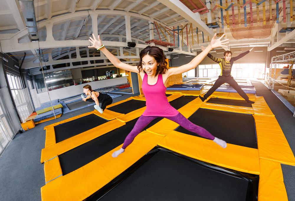 ジョギングと同じ効果あり!? 「痩せる」と話題のトランポリンダイエットの魅力に迫る!