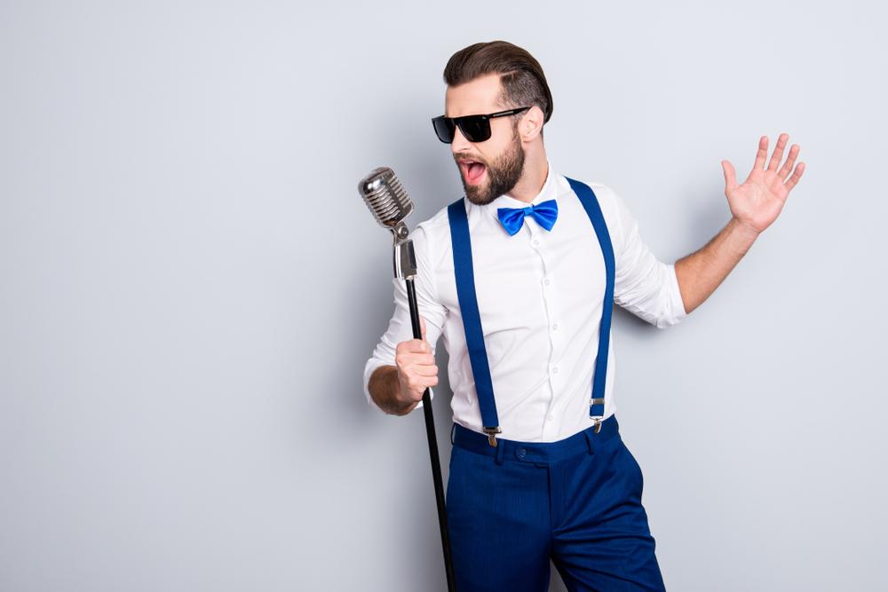 男性が歌いやすいおすすめのカラオケソング15選!選曲のコツや音痴改善もレクチャー!