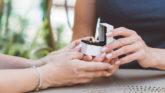 プロポーズのベストなタイミングって?交際期間の目安やプロポーズのきっかけまで大特集!