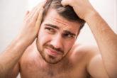 【薄毛対策】シャンプー中の抜け毛、食い止める方法アリ!原因から予防法まで徹底解説!