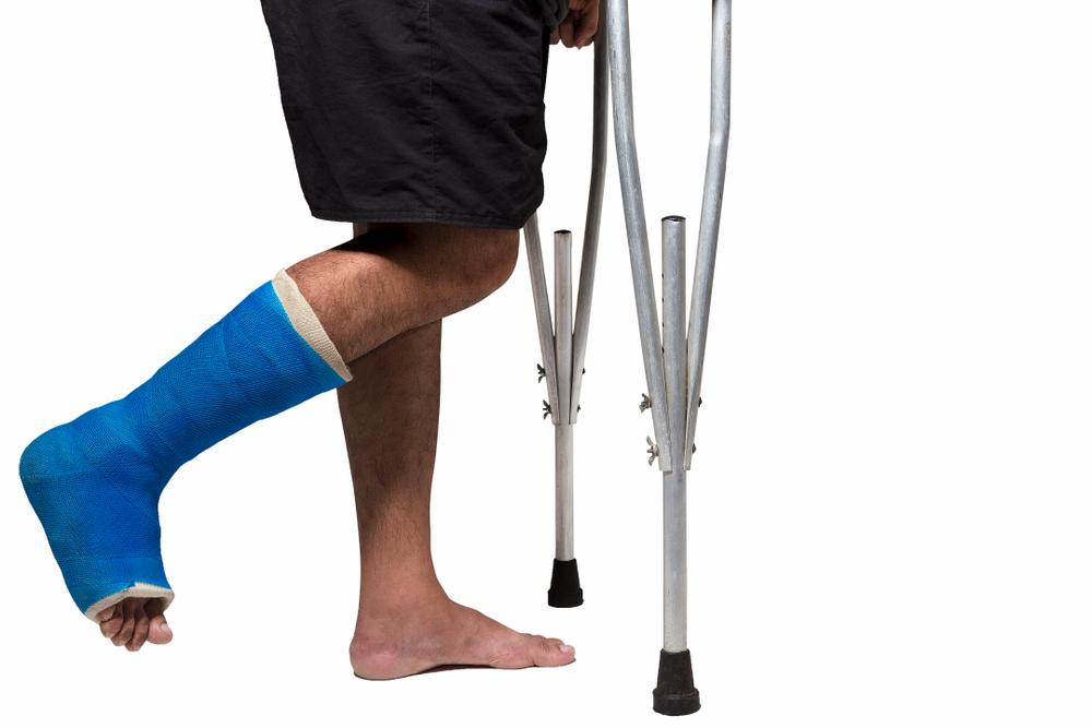 【病院行かず後悔…】足首の靭帯損傷を1日放置した経験者が語る正しい治し方と絶対NGな行動