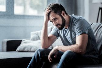 【うつ病】初期症状をセルフチェック。鬱の始まり方&正しい対応法とは
