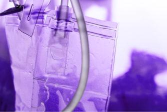 尿が紫色に変色!もしかして重い病気!?【尿の色から分かる病気のサイン】
