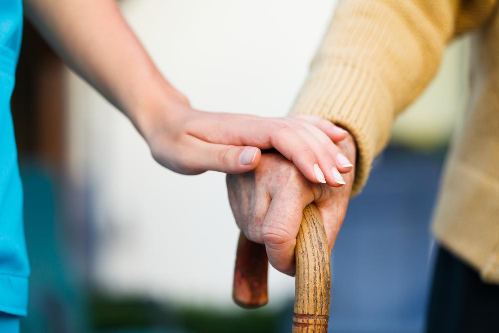 【認知症の初期症状チェックリスト】家族が気付けるポイント&早期受診のススメ