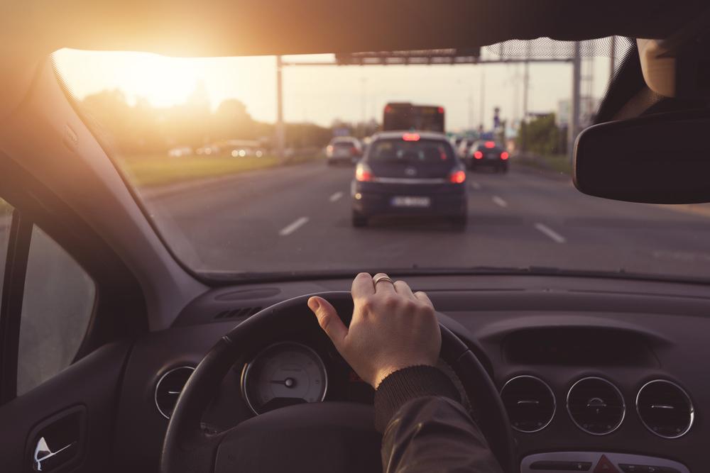 時間や家族…優先順位で変わる。帰省の交通手段は車と新幹線どちらを使うべき?