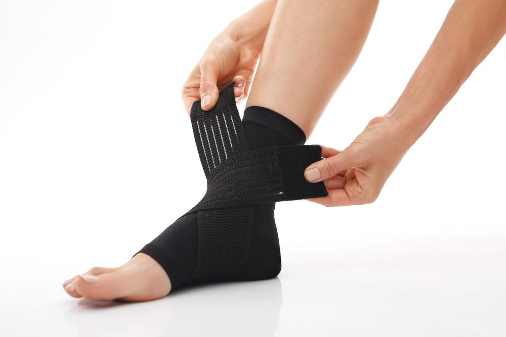 【足首サポーターの人気おすすめ5選】日常生活なら100均でも使える!捻挫予防にサポーターは必須