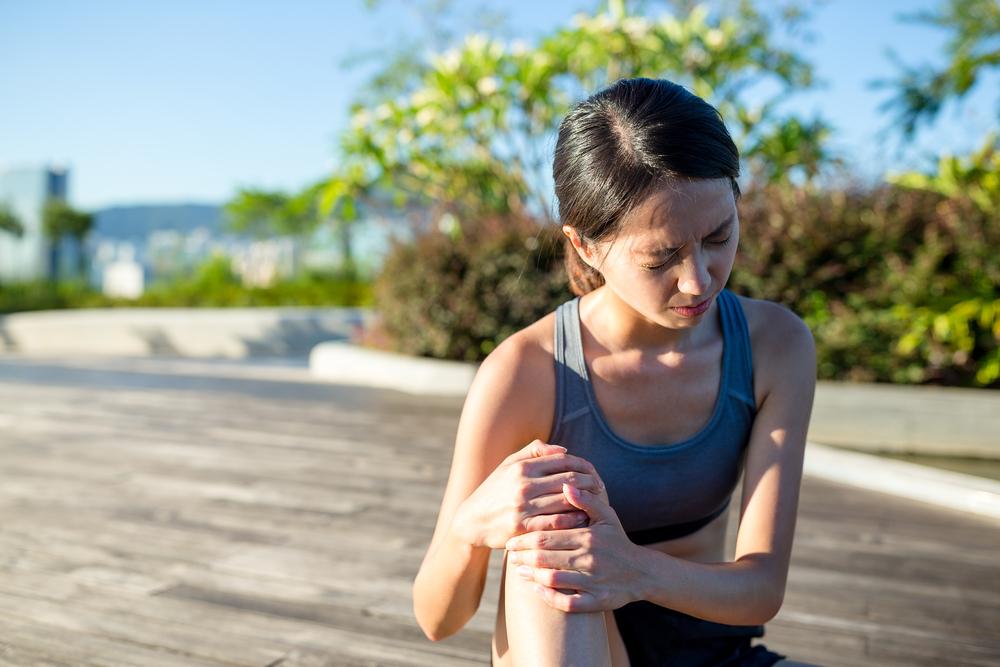 スクワットで膝が痛むのは怪我の前兆?膝が痛くなる原因と簡単な対処法レクチャー