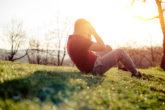 「腹筋が上手くできない人」のほとんどが間違えてる!? 腹筋トレーニングは起こすよりも縮める動作が重要なワケ